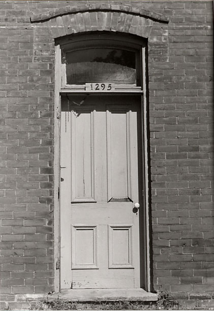 Moore-Stanfield House, Central Door, Burnhamthorpe
