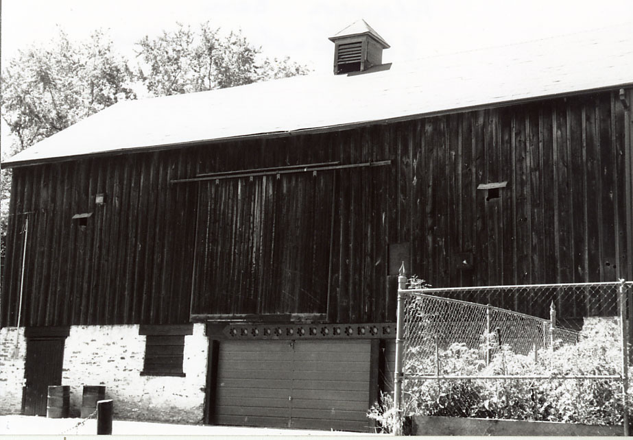 Adamson Estate Barn, Lakeview
