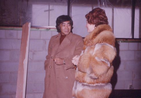 Branch Head Barbara Kho with Raymond Moriyama during construction of the new Burnhamthorpe District Library in 1976. Courtesy the Mississauga Library System.