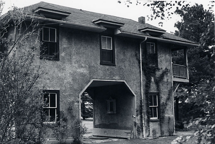 Adamson Estate, Gatehouse, Lakeview