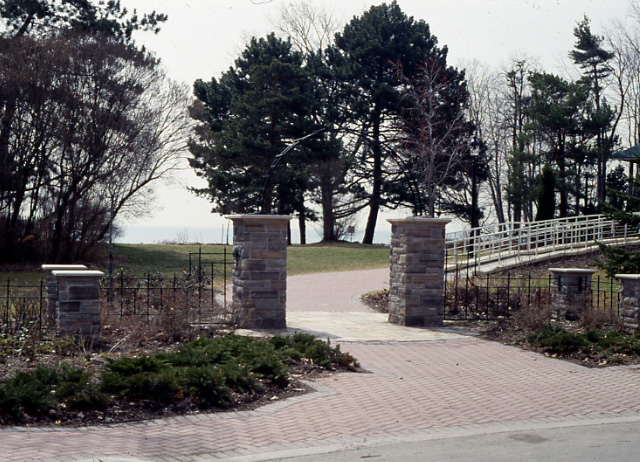 Adamson Estate, Entrance Gates, Lakeview