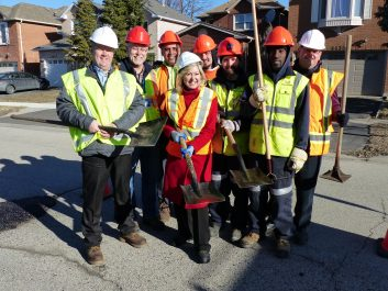 Mayor Bonnie Crombie with Mississauga Road Maintenance Crew