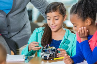 Elementary students work on project together at STEM school